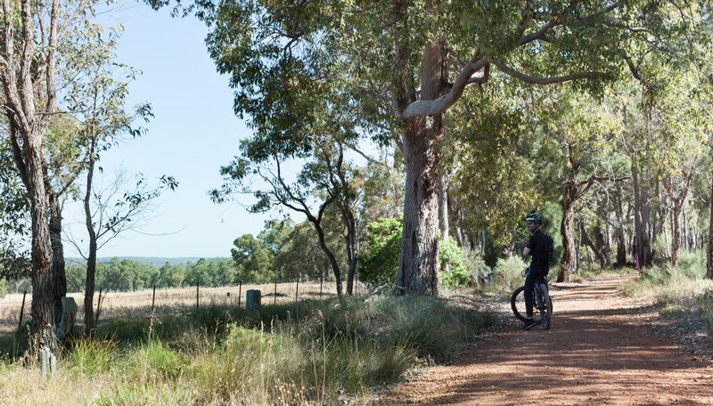 Perth-hills-ride-to-lake